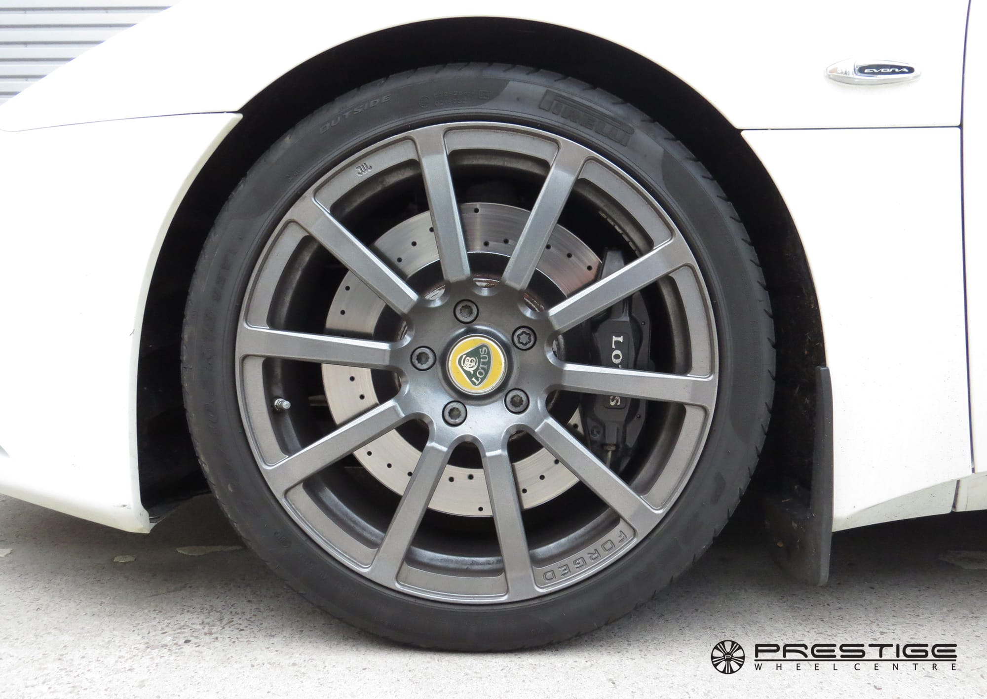 Lotus Evora Alloy Wheel Refinished To High Gloss Black